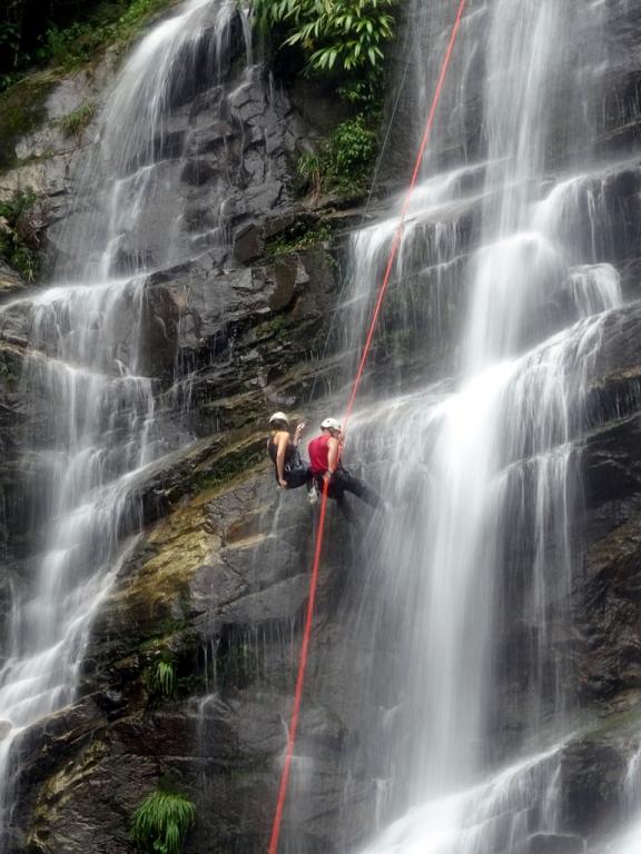 Rapel na cachoeira da melancia. Sertão de Taquari –Paraty – RJ.