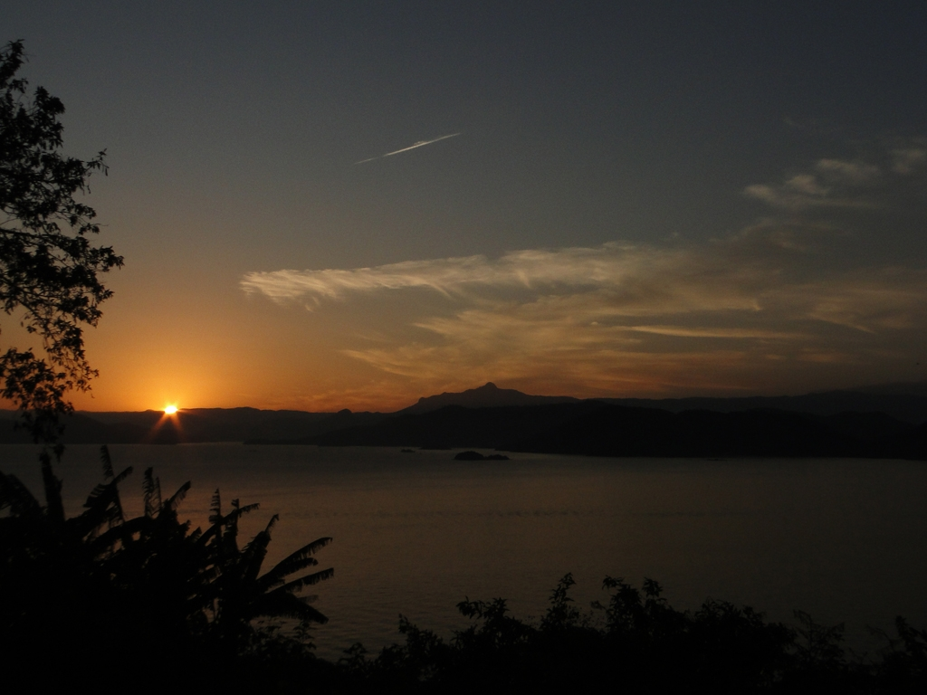 Entardecer visto da Ponta Leste. A.Reis-RJ.